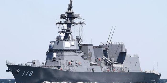 日本驅逐艦與美航母在沖繩以南海域進行聯合演練