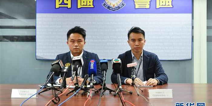 香港警方在港岛西区拘捕8人 涉嫌藏有攻击性武器