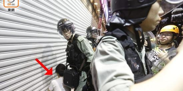 港警昨夜拘捕16人 港媒:其中一人疑为国泰航空空姐