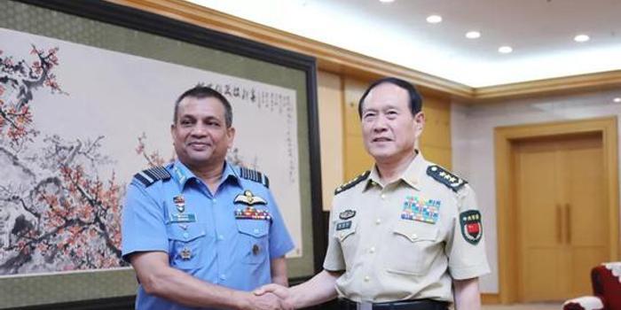 中国防长会见孟加拉空军参谋长