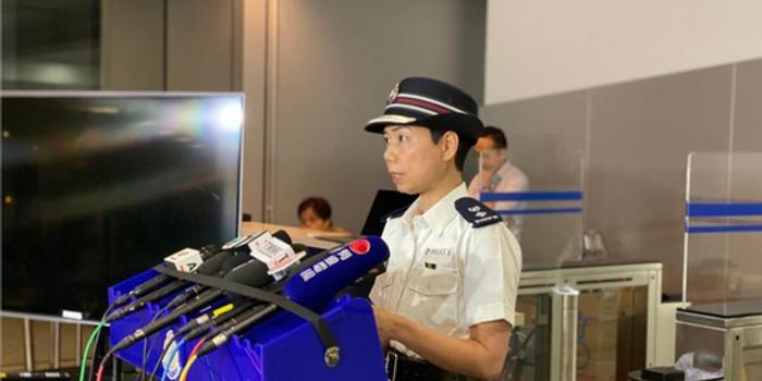 香港警方记者会:有便衣被暴徒围殴 警察曾开一枪
