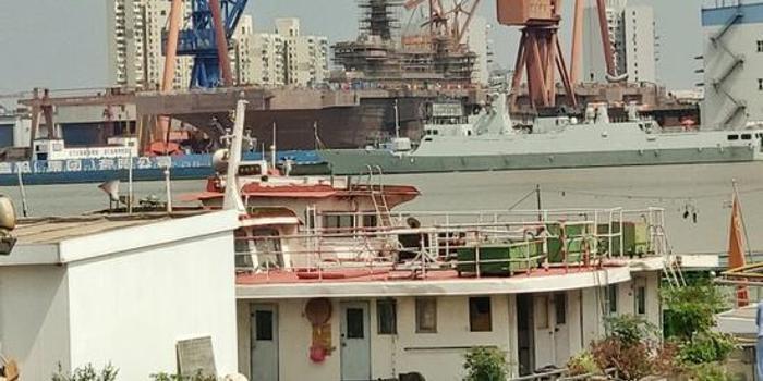 首艘075舰疑开始刷底漆或年内下水 个头看齐法国航母