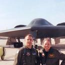 世界最牛飛行員夫妻退役 都曾駕駛B2轟炸機參加實戰