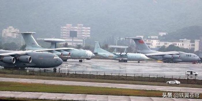 """中国率先推出第四代预警机 空警200魔改贴满""""瓷砖"""""""