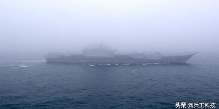 改装后的辽宁舰有个变化:甲板扩展延伸面积增加(图)