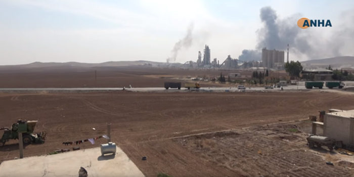 美軍從敘利亞撤退畫面曝光 竟放火燒掉自己基地(圖)