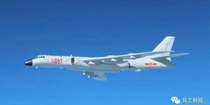中国轰20隐身性能或超F35 能在空中发射卫星