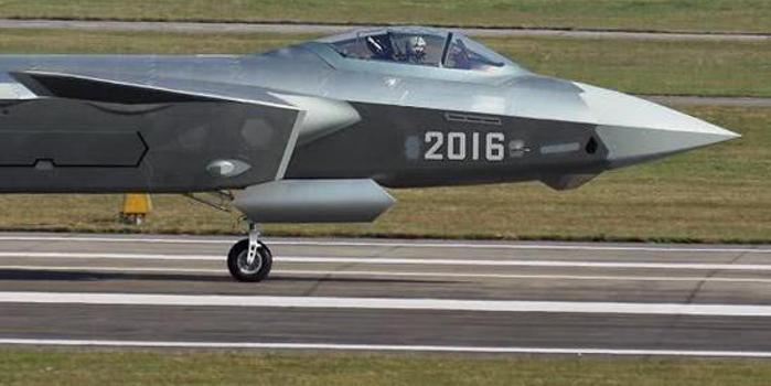 美报告:中国空军现拥2700架飞机 2030年追平美空军