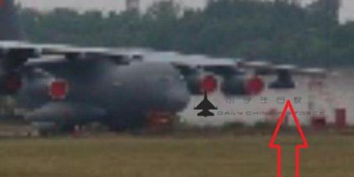 运20空中加油机疑照曝光:主机翼两侧挂软式加油吊舱