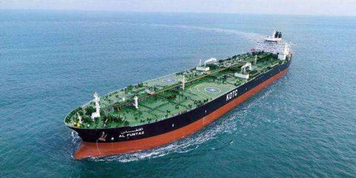 两艘油轮在阿曼海遭水雷袭击 伊朗海军解决44名船员