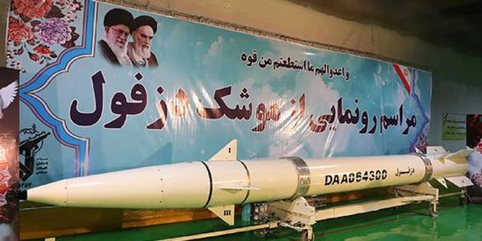 伊朗军方首次对外公布地下导弹工厂和新型导弹(图)