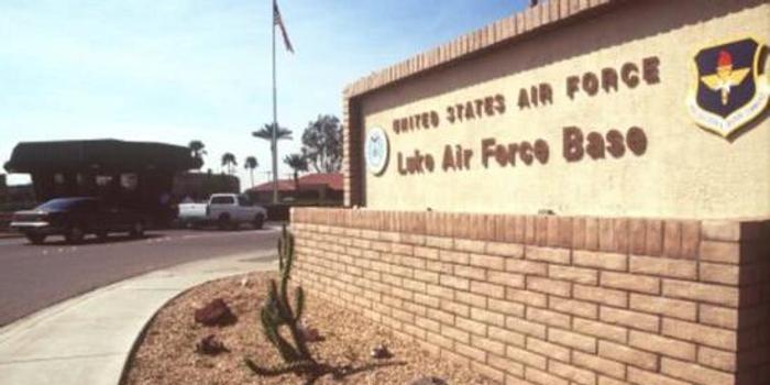 美国空军飞行员试图闯入民宅 被居民开枪打死