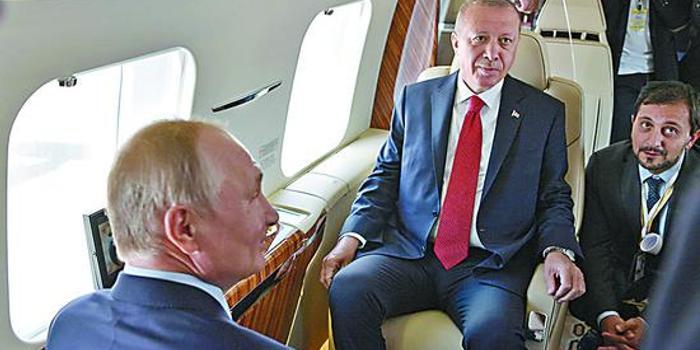 CR929样机在莫斯科航展受追捧 普京登机参观