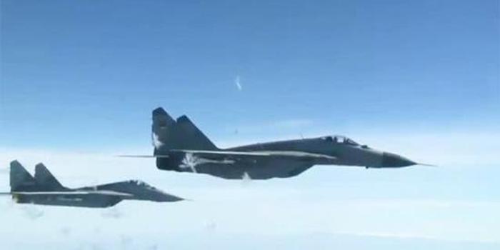 俄防长座机疑似遭北约军机抵近 多架米格29升空应对