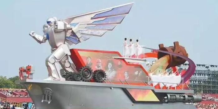 辽宁国庆彩车载有7米高机器人 系由沈飞制造(图)