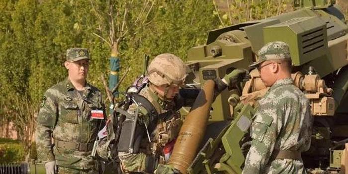 這款裝備讓我軍士兵變大力士 舉起100斤炮彈毫不費力