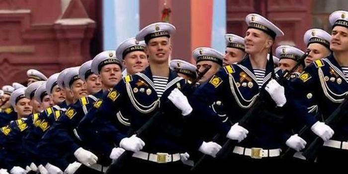 俄红场阅兵成