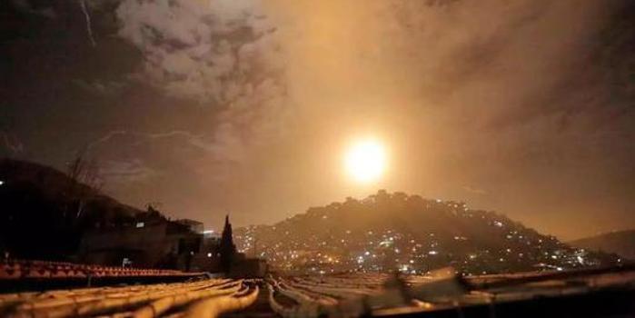 我给叙利亚的朋友看中国除夕夜放鞭炮视频 他哭了