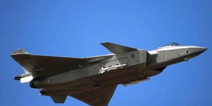 空军开放日歼20挂弹秀绝技 格斗空战或超美F22和F35