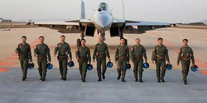 歼15教官的1天:带飞3个架次 飞行时间超作战部队