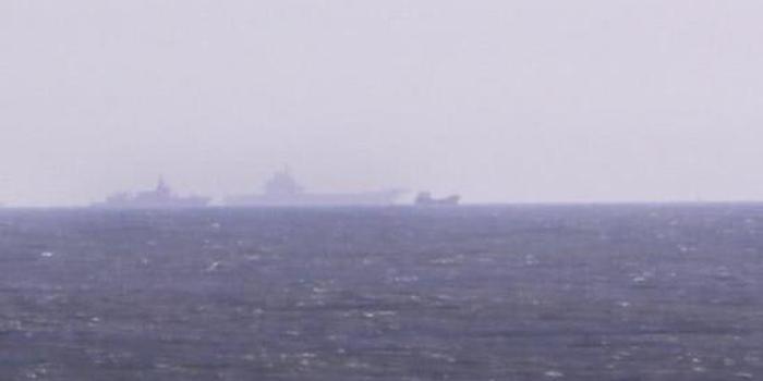 中国海军055万吨大驱与辽宁舰共同出海执行任务(图)