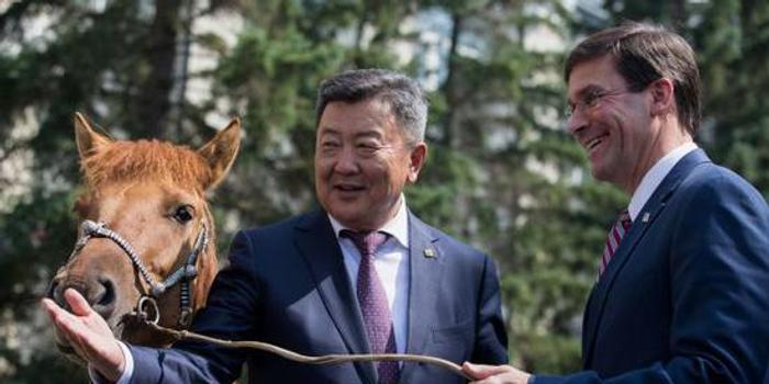 """美国防长""""罕见""""访问蒙古国 英媒:瞄准中俄"""