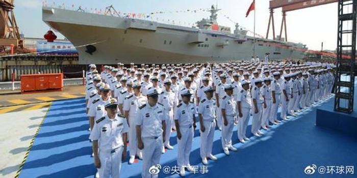 中国075两栖攻击舰下水 排水量4万吨仅中美能造(图)