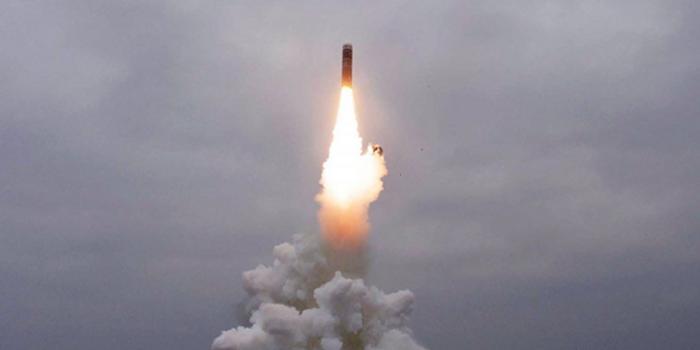 """朝鲜发射2枚""""不明飞行物"""" 日防卫省:或是弹道导弹"""