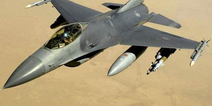 美軍一架F16戰機訓練時墜毀 飛行員彈射逃生