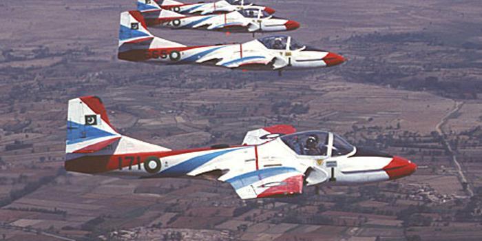 巴基斯坦空军一架教练机坠毁 2名飞行员生还
