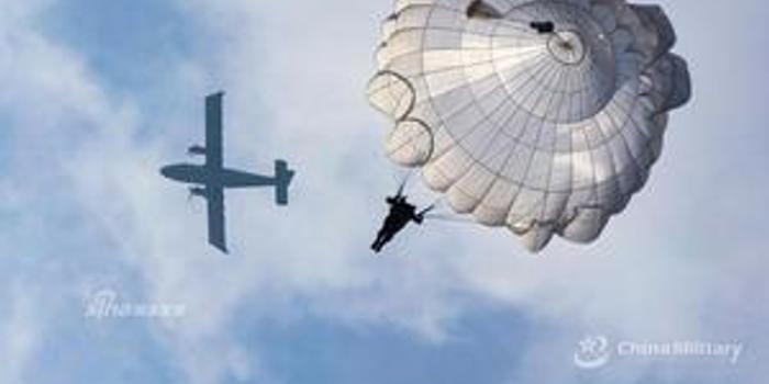 我軍無人運輸機投送演練成功 物資完好落入目標地域