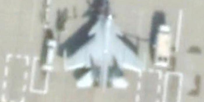 歼16疑似配翼尖干扰吊舱 可压制隐身战机电子战系统