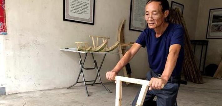 宁波匠人俞文军制作木海马40年