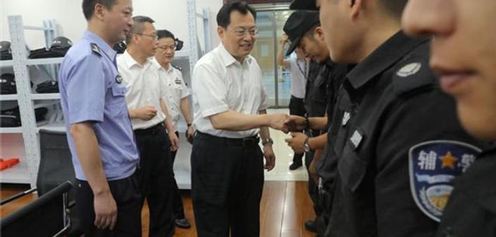 裘东耀到鄞州分局市政府警务室走访慰问