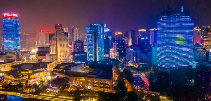 宁波三江口上演六一主题灯光秀