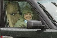 喜添曾孙后 93岁英女王自驾现身温莎