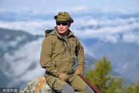 俄总统普京野外庆生过67岁生日