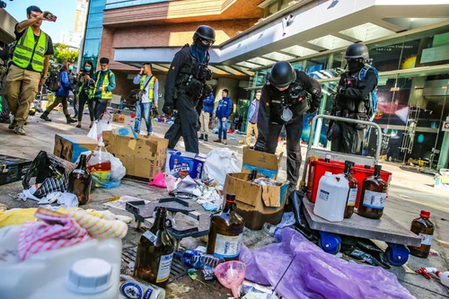 港警在理大检获3801枚汽油弹 约100枚绑在气罐上