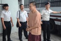 """泰国""""炫富""""僧人被判入狱114年 被捕全程面带微笑"""