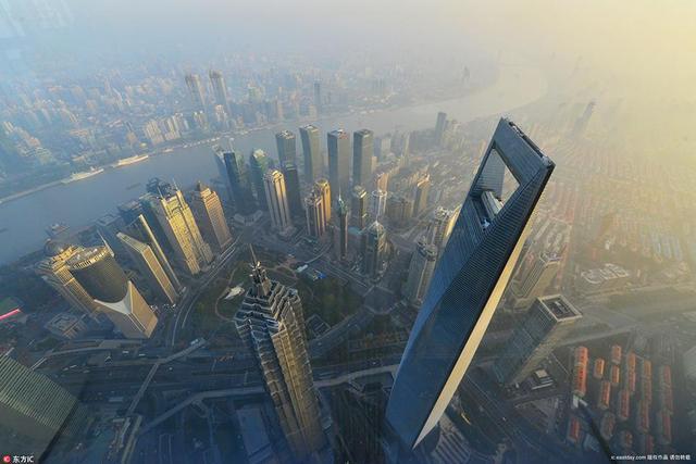 """""""日出上海""""城市之巅迎接2018年第一缕晨曦"""