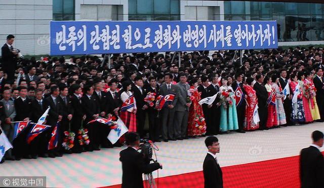 韩总统文在寅夫妇赴平壤访问 金正恩胞妹机场迎接
