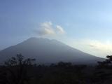 印尼火山爆发在即 居民撤离