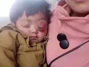 王凤雅母亲忆看病经过:志愿者摆拍 劝我哭博同情