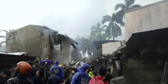 菲律賓一小型飛機墜落 機上9人全部死亡