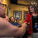 美國或迎來首位變性女州長:她2年前變性 曾是CEO