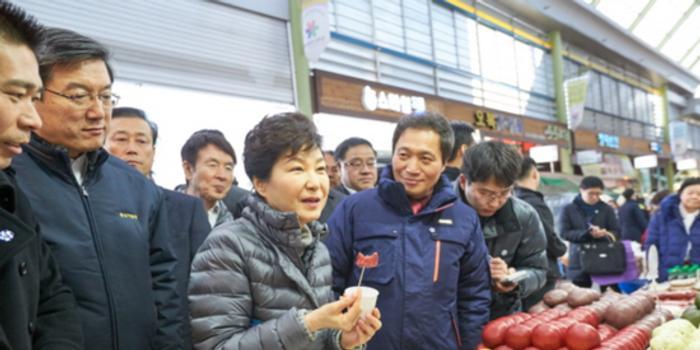 """朴槿惠咋过年?监狱准备了""""客厅""""家人可以来陪护"""