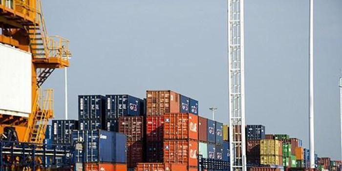 海关总署:中国前8个月贸易顺差1.77万亿 扩大46%