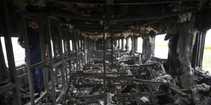 巴基斯坦起火列车内部曝光 满目焦黑现场惨烈