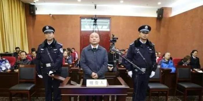 """甘肃原省委书记的""""流毒"""" 读者原董事长受审"""