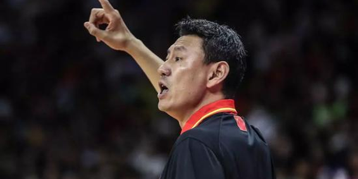 易建联拼尽全力 却仍是中国篮球历史上最黑暗一刻